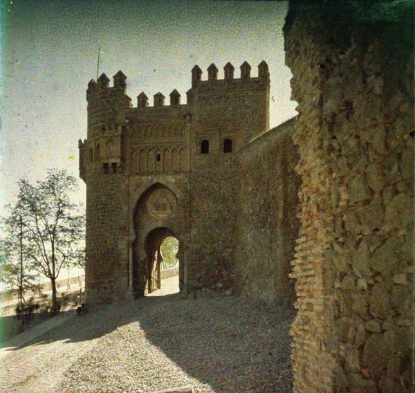 Puerta del Sol (Toledo). Autocromo tomado hacia 1913