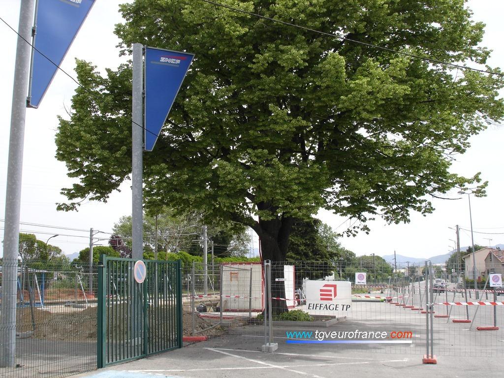 Vue du chantier sur le parking de la gare de La Penne-sur-Huveaune (Département des Bouches-du-Rhône)