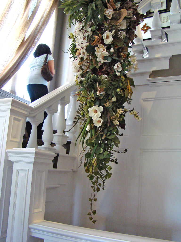 DSC05745 SF Decorator Showcase staircase flowers