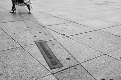 crossing the border.. pt.1 (see more inside) (flemma..) Tags: berlin muro wall deutschland donna nikon confine d70s blurred edge potsdamerplatz 1855 nikkor boundary limit germania afs mirko dx verge berlinermauer limite berlino flemma attraversare passare murodiberlino allrightsreserved superare scavalcare 1855g challengeyouwinner oltrepassare crossingtheborder mirkogarufi garufi traversare sorpassare strisciadellamorte varcare tourdellagavettapt2 berlinunddiegrenze mirkogarufi blurredpeoplewalking