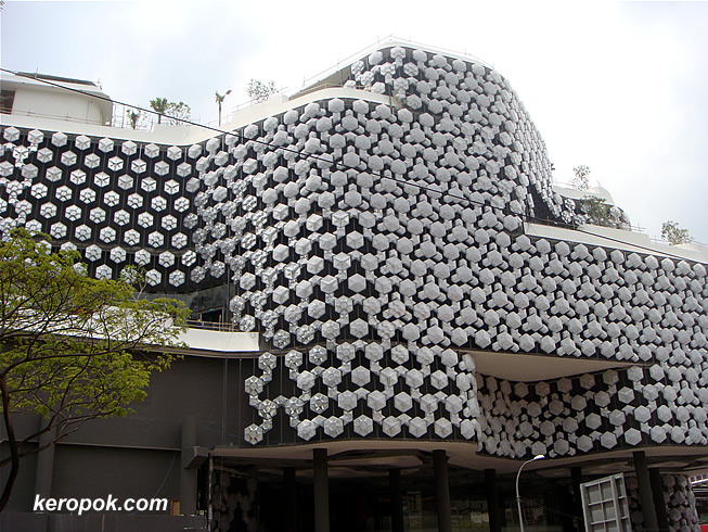 KeropokMan: Singapore City Photo: New building at Victoria Street ...