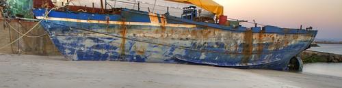 Barco en desguace...