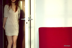 Motel room for party, (SGCampos) Tags: red party portrait woman blanco girl face fan bed mujer spain rojo puerta nikon fiesta chica carretera weekend retrato amor room cara d70s paz motel movimiento nia sofa american vida idol sillon sheet salto alegria sonrisa felicidad ilusion habitacin camiseta detalles tarde botones instante findesemana crudo ternura cantar emocion saltar vivir sensacin girlswithattitude efimero motelrooms vitalidad deslumbrar nikonflickraward sgcampos sgcam