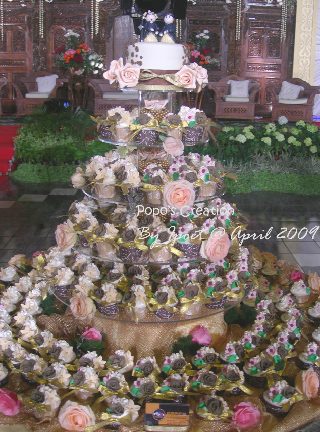 Brown-Gold Wedding Cupcake