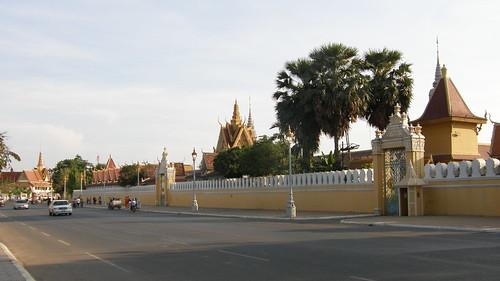 075.皇宮與銀塔外的大道