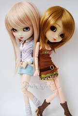 Arimi & Hachi - Pullip Aquel & Nina (-Poison Girl-) Tags: new blue white doll dolls natural barbie pale wig converse nana pullip nina pullips komatsu poisongirl aquel hachi fleshtone obitsu junplanning arimi rewigged pullipnina nanakomatsu sbhm pullipaquel