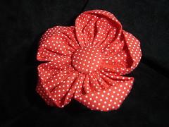 Flor de fuxico de bolinhas (anadenise) Tags: flores broche fuxico tictac tecido aplicaçao tecidopoá