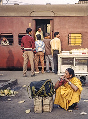 Platform - IN-9697-4-025 ep (Eric.Parker) Tags: india train 1996 platform 1997 kolkata bengal calcutta westbengal santiniketan