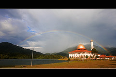 DQ Mosque and Rainbow (buyie - think and shoot !) Tags: camera green nature canon landscape rainbow muslim islam sigma mosque muslimah 1020 dq hafiz tasik sigma1020mm kualakububharu kualakubu 40d kkb darulquran buyie masjiddq dqkkb beautyofislam theuniquephotographer huffaz darulqurandqkkbbuyie
