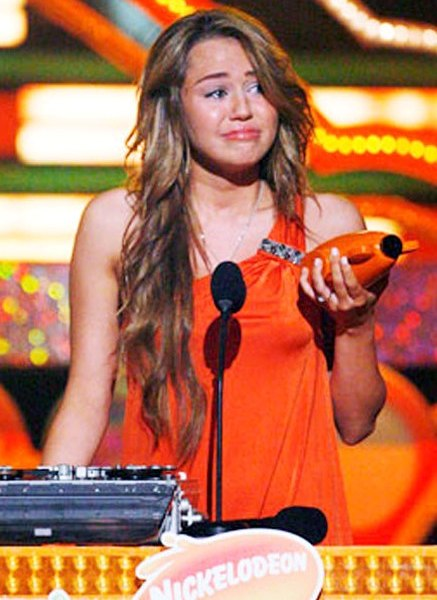 miley-cyrus-crying-kids-choice