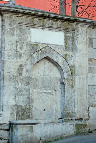 old fabric fountain, street of Imrahor Mosque in Üsküdar, Üsküdar İmrahor camii sokağında eski bir çeşme, pentax k10d
