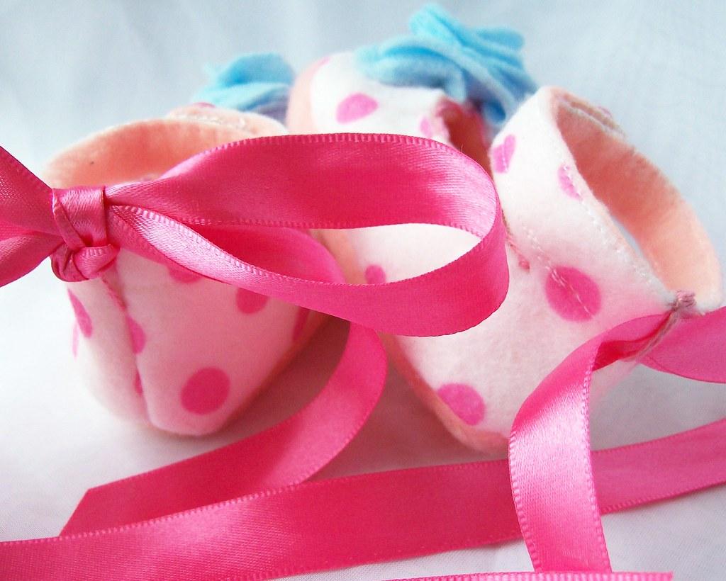 Pink polka dot felt baby booties back