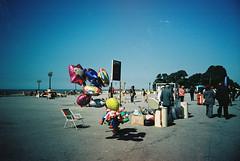 sunday morning (life in a tupperwear) Tags: 35mm lomo lca xprocess kodak sunday lomolca porto analogue sundaymorning portra domingo kodakportra160vc baloons dimanche expiredfilm bales analgico avenidabrasil fozdodouro molhe processocruzado crosssprocess