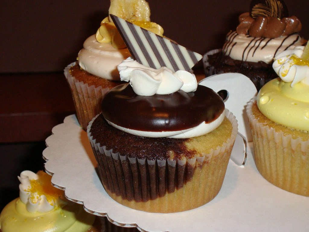 Boston Cream Pie Cupcakes Recipe — Dishmaps
