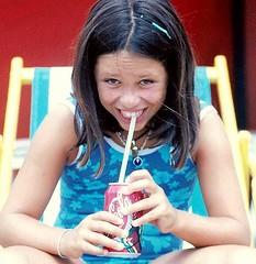 drinking coke (Maria Chanourdie) Tags: new vacation portrait people beach girl smile kids kid chica gente retrato beverage drinking smiles coke playa sonrisa nena infancia coca nueva vacaciones chicos bebida bebiendo childwood