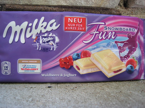 Milka with white chocolate, wild berrie and yogurt