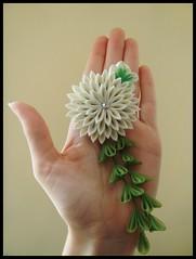Chrysanthemum kanzashi (Hatsu-chan^^) Tags: flowers leaves hair petals pin crystal maiko chrysanthemum folding kiku tsumami kanzashi