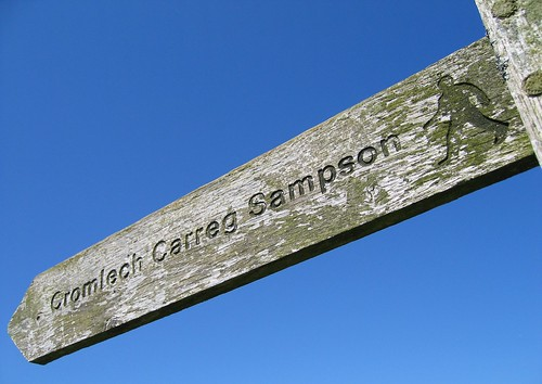 Cromlech Carreg Sampson sign