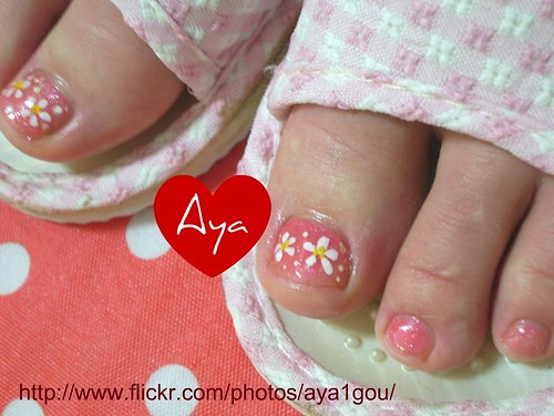 cute, fresh, and simple toenails design for girl