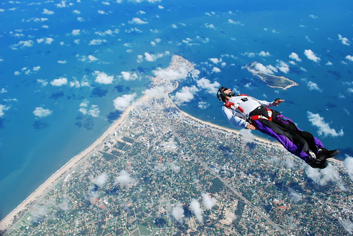 "Volando sobre Punta del Este - Boogie Skydive 2009 | <a href=""http://www.flickr.com/photos/59207482@N07/3331139233"">View at Flickr</a>"