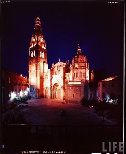 Exterior de la Catedral de Toledo en 1963. Fotografía de Dmitri Kessel. Revista Life (1)