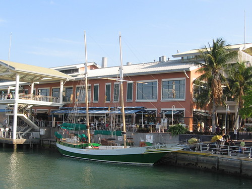 a bay Side bateau
