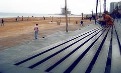 Playa_barceloneta (PIXELMAO) Tags: people urban primavera beach agua gente playa arena silla barceloneta barcelonaespañaarquitecturaspaincataluña