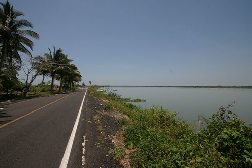 Cool yet hot cycling north of Tlacotalpan...