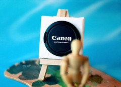 a painter draws what he see (M.LQtr) Tags: colors canon painting 50mm stand is good woody every painter what he ml 2009 doha qatar paints atrist paintingboard mlqtr