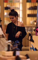 Vanessa Hudgens Shops A New York . (Oh-Vanessa ♥) Tags: california music usa sexy fashion shopping shoes dancing style disney relationship dating beverlyhills scandal barneysnewyork hsm highschoolmusical zacefron nudephotos vanessahudgens