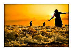 Bathing at sunset (yanseiler) Tags: ocean travel sunset india beach lady canon see sand bath south kerala sari inde kovalam