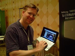 Wes Fryer with the HP Mini 1000 netbook