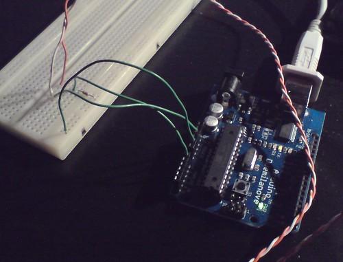 Prosty układ, zmontowany na płytce prototypowej