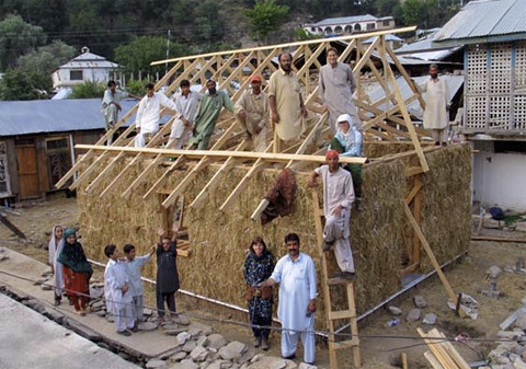quake-resistant house design of straw bales