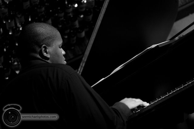 Joshua White at Dizzy's 60509 © Michael Klayman-004