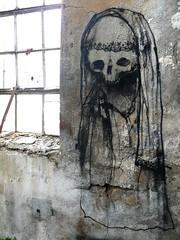 Dran - Praying Ghost (Chrixcel) Tags: window skull graffiti factory tag ghost urbanexploration dmv usine fantôme wasteland manufacture urbex abandonné abandonedplace papeterie dran friche abandonnée darblay fricheindustrielle détruite damentalvaporz