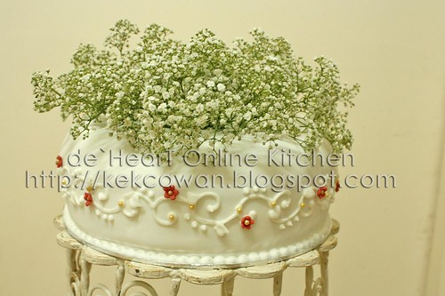 Fondant Cake with Fresh Flower 02