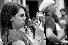 Realizando fotos (By © Jesús Jiménez) Tags: people byn portugal canon photography jc braga jesús repúblicaportuguesa 450d canon450d canoneos450d kdd´s n309 kdd´svigo jesúsjiménezcarcelén estradanacional309 jesúsjcphotography