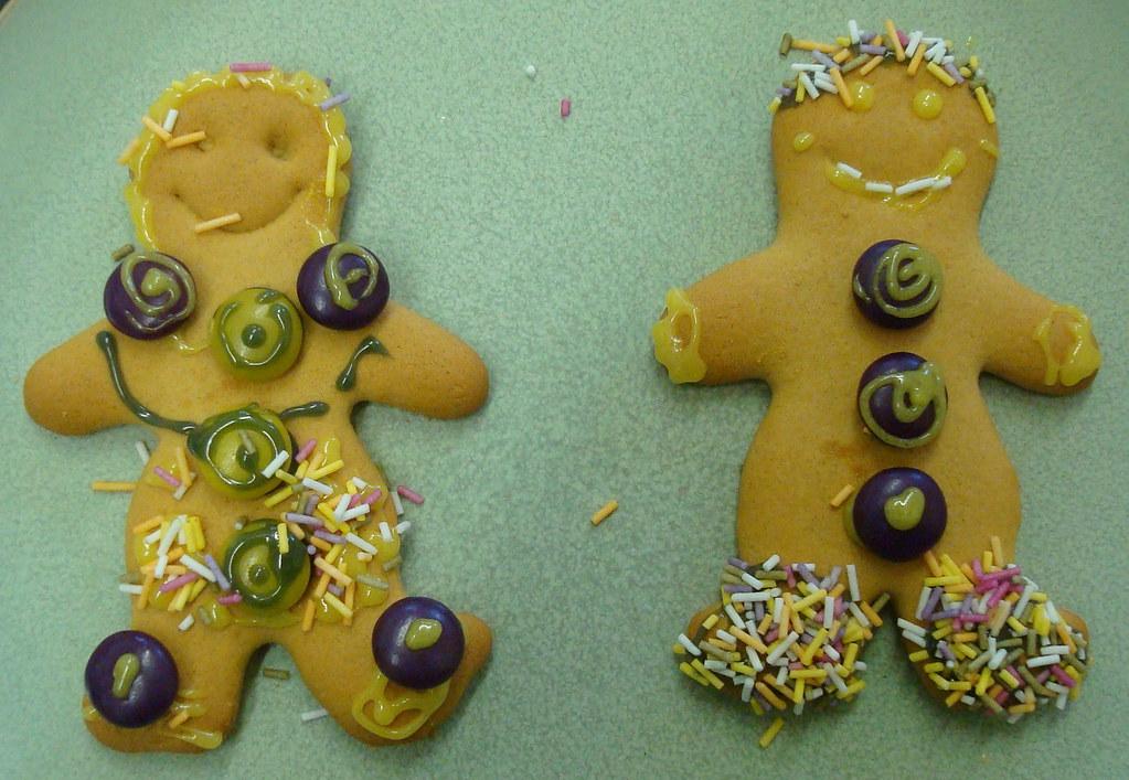 Decorating gingerbread men (and ladies)