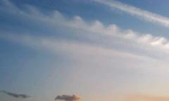 【写真】雲の波、またはレース飾り?