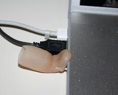 Echte Fingerprothese mit integriertem USB-Stick