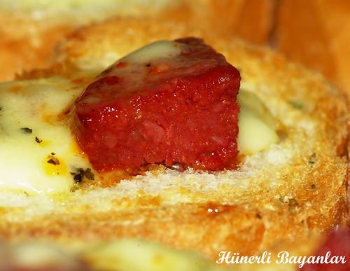 Fırında Sucuk Ekmek