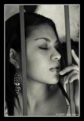 Thinking (Uriel Akira) Tags: portrait bw woman blancoynegro face closeup mexico nose blackwhite mujer model eyes retrato lips bn modelo ojos labios veracruz rostro nariz coatza coatzacoalcos nikond40 urielakira
