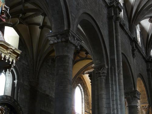 Arcos y pilares de la nave central