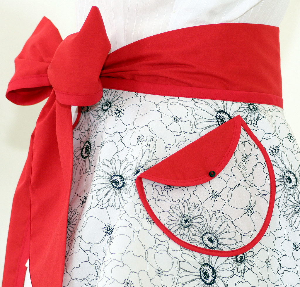 Vintage Style PERFECT CIRCLE Hostess Apron in Poppy Stitch Black and White Floral Print