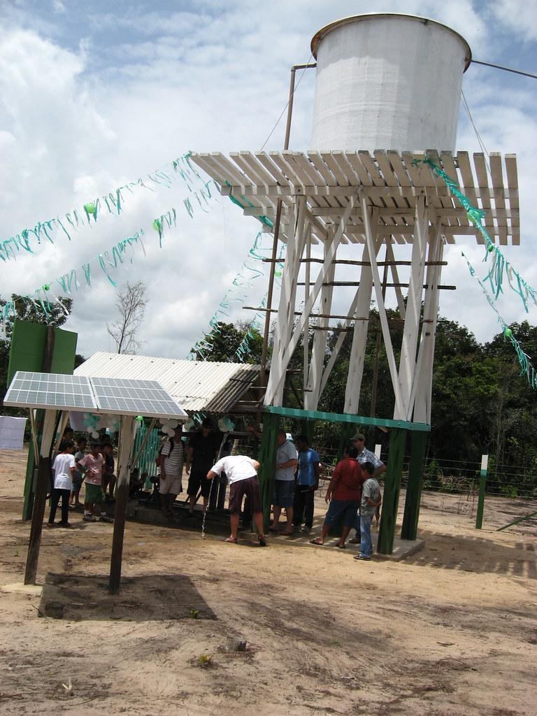 Parceiros da USAID fornecem água potável à comunidade de Santarém / USAID partners give Santarém community access to potable water