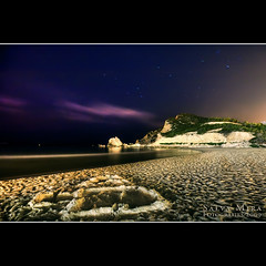 Cala de Finestrat :: Night shot (Salva Mira) Tags: longexposure beach night flickr nightshot playa nocturna kdd cala benidorm platja pasvalenci largaexposicin finestrat qdd llargaexposici salvamira trobadaflickr eixidetes eixidetespelpasvalenci