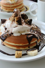 devil's food pancake ;) (hanabi.) Tags: food japan chocolate banana icecream snack devil yokohama pancake motomachi  devilsfood   motoya