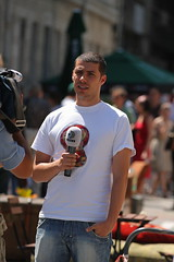 Reporting (Catalin Pruteanu) Tags: street mike june canon arthur strada reporter verona romania delivery microphone bucharest bucuresti iunie reporting canon70300 pictor kanald arthurverona canon400d streetdelivery