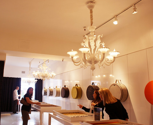luna showroom 1